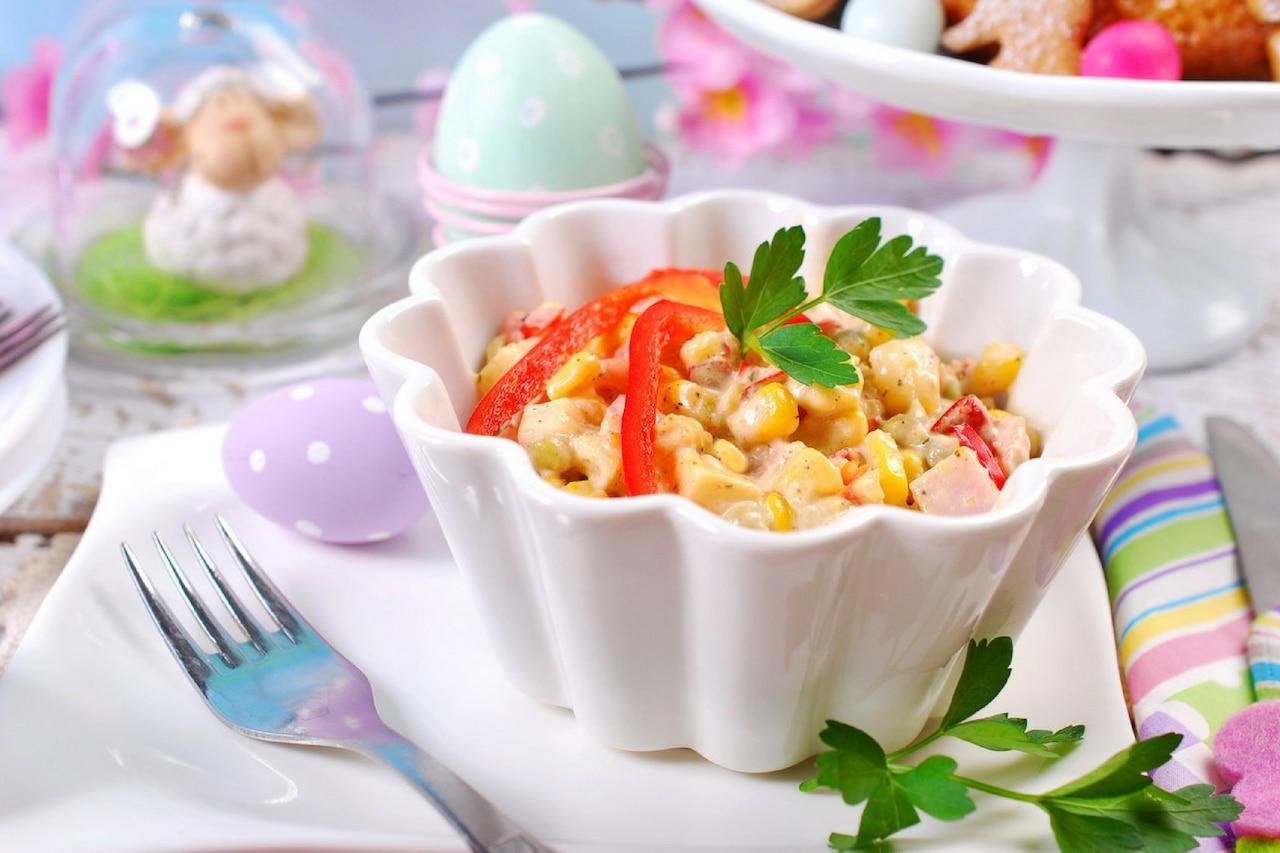 Jakie sałatki podać na Wielkanoc? Porady i inspiracje