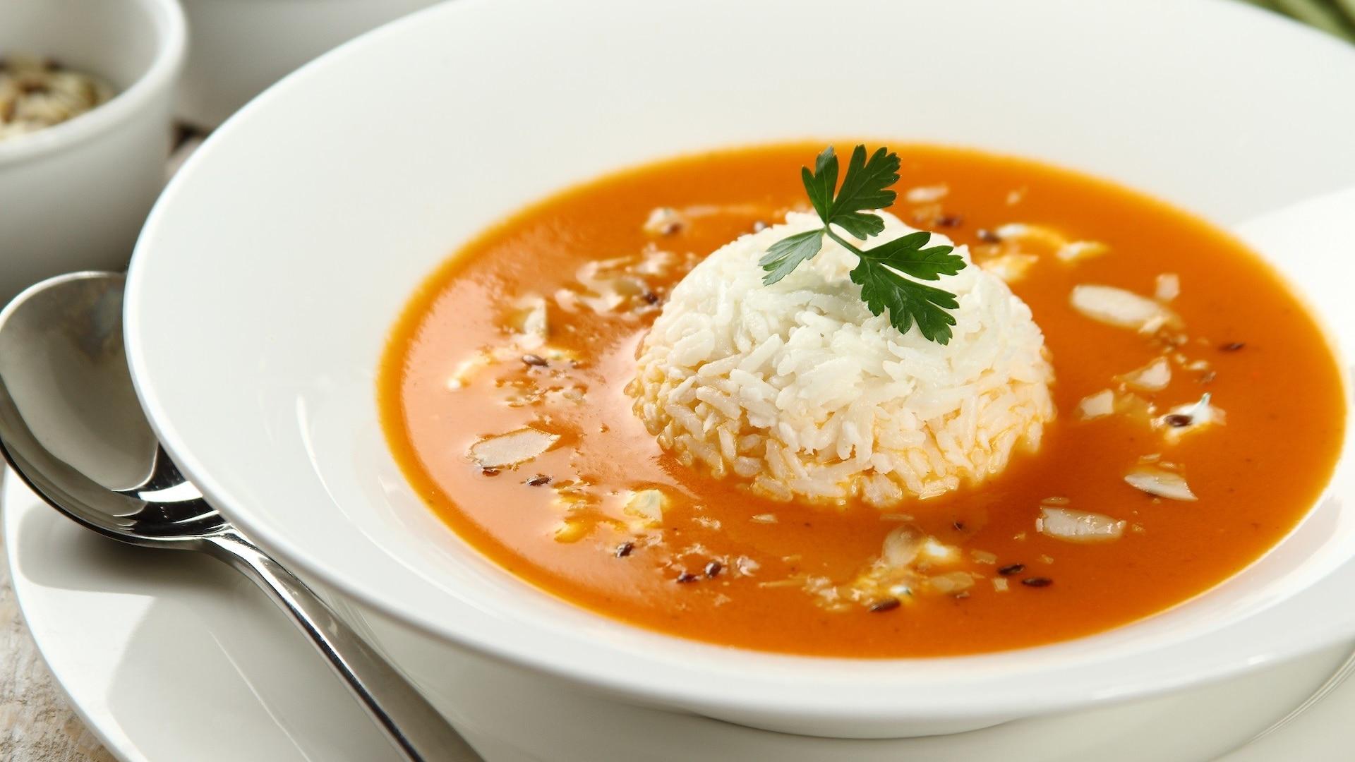 Zupa Pomidorowa Z Ryżem I Posypką Z Migdałów Przepis Zobacz Na