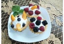 babeczki ze śnieżką i owocami