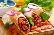 Burrito z kurczakiem i serem cheddar