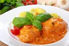 Karminadle – kotleciki w sosie pomidorowym