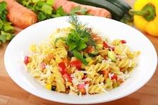 Makaron z warzywami i parmezanem