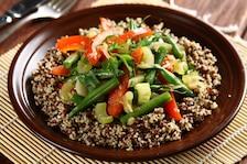 Quinoa (komosa ryżowa) z warzywami