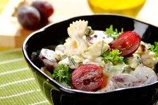 Sałatka makaronowa z serem pleśniowym