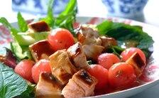 Sałatka z kurczakiem BBQ, arbuzem i miętą