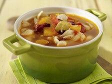 Włoska zupa minestrone z boczkiem i makaronem