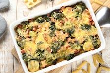 Zapiekanka makaronowa z szynką i warzywami