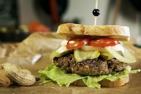 Burger z masłem orzechowym