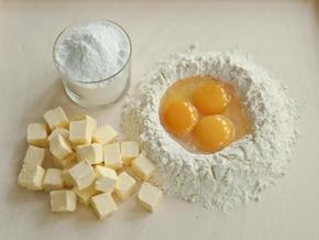 Kruche ciasto z masą orzechową – krok 1