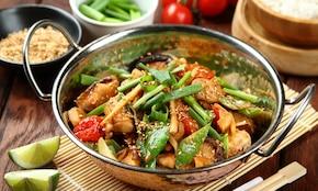 Soczysty kurczak z patelni w azjatyckim stylu