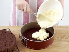 Tort czekoladowy z kremem z białej czekolady – krok 5