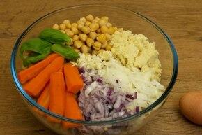 Jaglane pulpety z ciecierzycy w sosie pomidorowym – krok 1