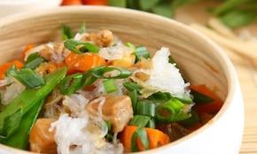 Tuńczyk po chińsku z makaronem vermicelli