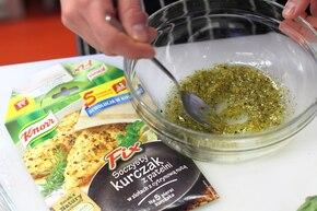 Aromatyczny sandacz w ziołach – krok 1