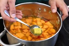 Aromatyczna zupa krem z batatów z curry – krok 3