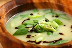 Azjatycka zupa jajeczna