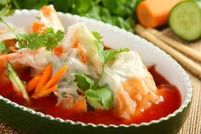 Azjatyckie koperty z warzywami i rybą