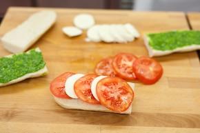 Bagietka z mozzarellą – krok 4
