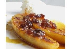 Banany smażone w soku z pomarańczy i rumie