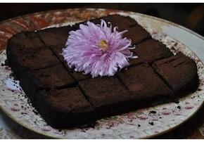 Bezmączne ciasto czekoladowo-orzechowe