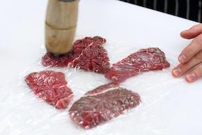 Bitki wołowe z cebulą i octem balsamicznym   – krok 1