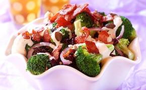 Sałatka z brokułami i boczkiem