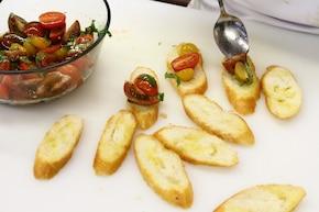 Bruschetta z marynowanymi pomidorami – krok 5