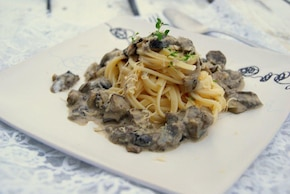 Bucatini z sosem grzybowo-serowym