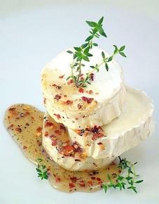 Camembert w pikantnym sosie miodowym