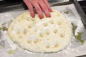 Focaccia z cebulą – krok 6