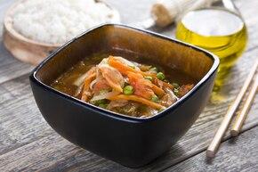 Chiński kociołek pełen warzyw
