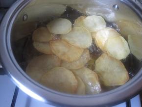 Chipsy kartoflane o smaku prażonej cebulki – krok 1