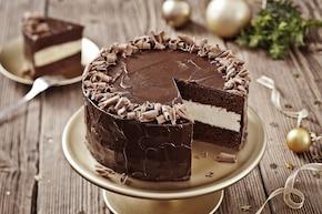 Tort czekoladowy z kremem z białej czekolady