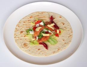 Chrupery drobiowe w tortilli z sosem serowym