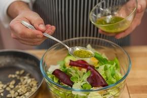 Chrupiąca sałata z burakami i mandarynką – krok 4