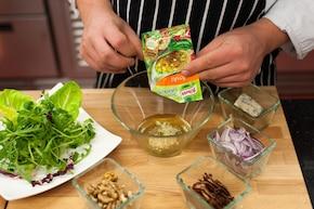 Chrupiąca sałata z polędwiczkami – krok 5