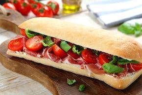 Ciabatta z szynką parmeńską i pomidorami