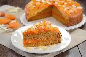 Wegańskie ciasto kukurydziane z morelami