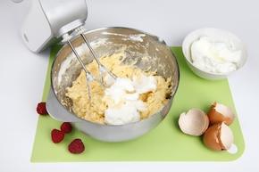 Ciasto makowe z malinami – krok 2