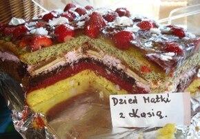 Ciasto  tTruskawkowo pastelowe  lub dowolne  inne  owoce.