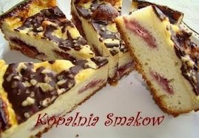 Ciasto ucierane z truskawkami i polewą śmietanową