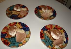 Ciasto z jabłkami podane z lodami i...
