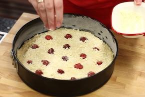 Ciasto jogurtowe z truskawkami – krok 5