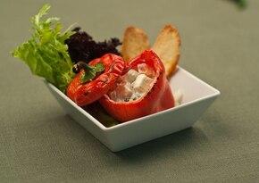 Słodka papryka faszerowana serem feta