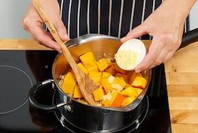 Jesienna zupa krem z dyni – krok 2