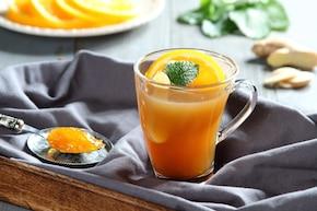 Czarna herbata z pomarańczami i syropem imbirowym