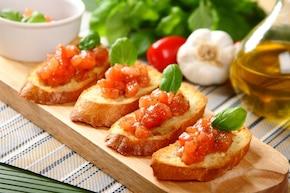 Czosnkowa ciabatta z pomidorami