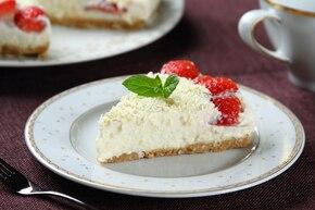 Deser jaglany migdałowo-truskawkowy