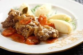 Duszona wołowina w sosie chrzanowym