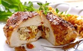 Faszerowana pierś z kurczaka z bakaliami